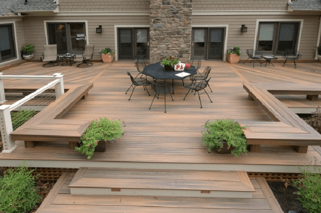 Deck with built-in bar and benches in Louisville, KY.